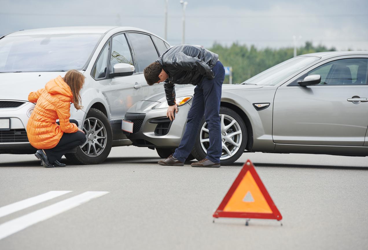 При аварии во дворе как ставить знак